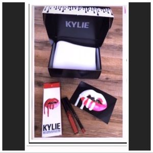 Kylie Cosmetics Other - Kylie💋Lip Kit #22  Matte Liquid Lipstick Lipliner