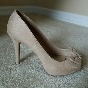FIONI Clothing Shoes - Tan Suede Peep Toe Heels w/Bow Accent