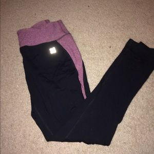 Actra Pants - Black leggings with maroon waist band