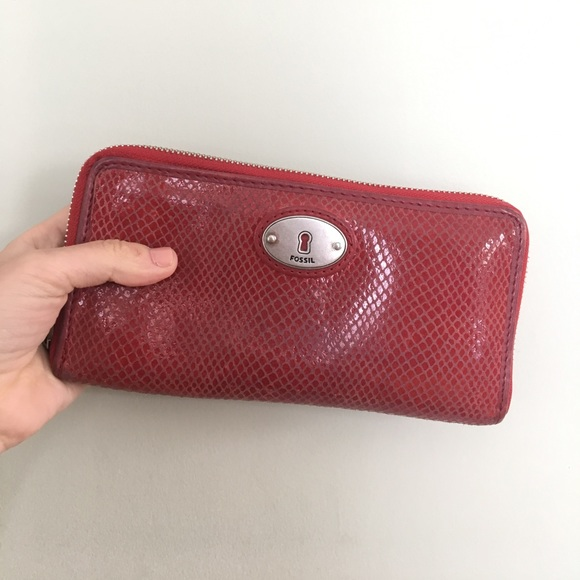 Fossil Handbags - Red Fossil Wallet! ❤️