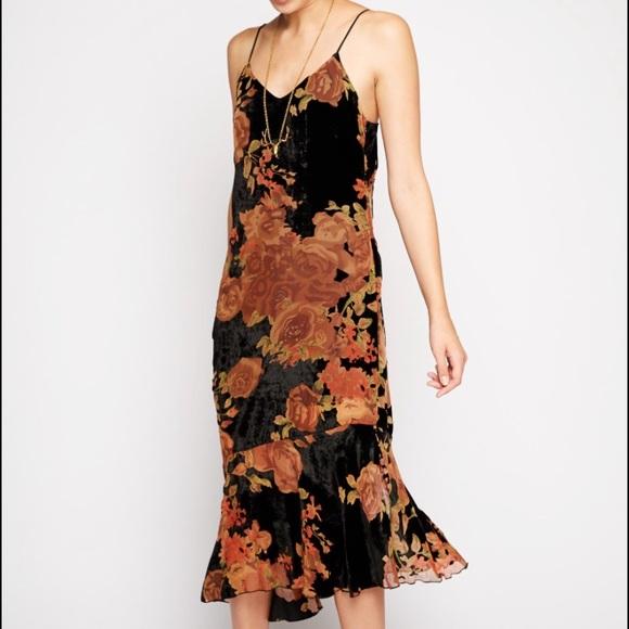 8a730cabda19 Line & Dot Dresses & Skirts - Line & Dot Andromeda Velvet Floral Midi ...