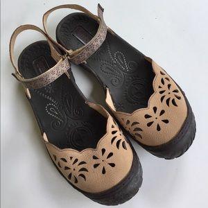 Jambu Shoes - EUC Jambu leather flats