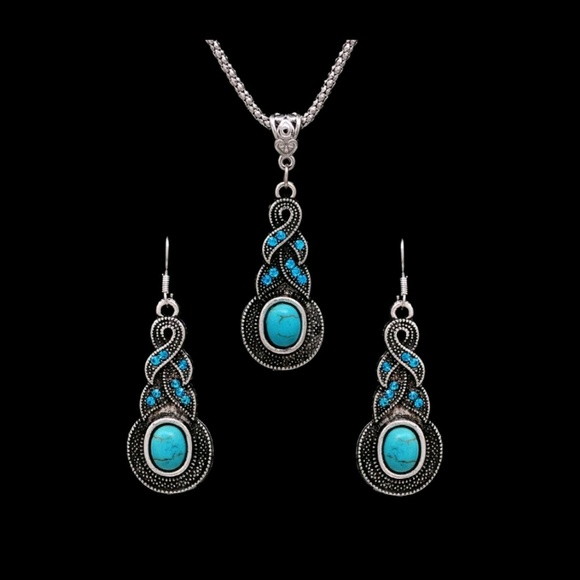 Jewelry - Gorgeous Vintage Necklace and Earrings Set