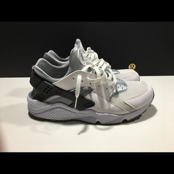 3224a595a861 Men s Nike Air Huarache PRE OWNED 318429-103. M 5941c2699c6fcfe11f009b27