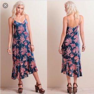 Line & Dot Dresses & Skirts - Line & Dot velvet floral midi burnout dress NWT