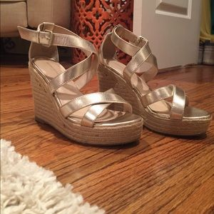 Banana Republic matellic gold wedges
