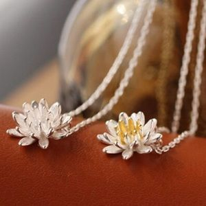 Jewelry - Lotus necklace - silver w/ gold center