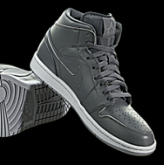 41c0ec39981d9 Air Jordan 1 Mid Retro Basketball Shoes