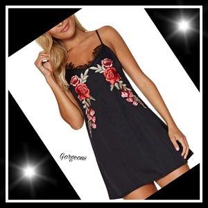 Boutique Dresses & Skirts - ⚘Gorgeous black embroidery mini dress⚘