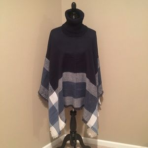 Sweaters - 🎉🎉Host Pick 🍁🍂NWT navy and white poncho