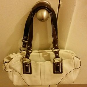 Authentic Coach bag in bone leather!