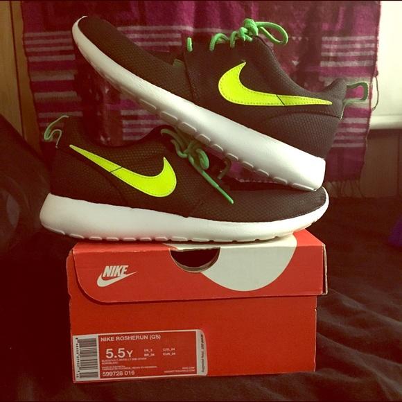 Kids Grade School Nike Roshe Run. M 5942b559291a357be50359d1 8ecfdbd2b625
