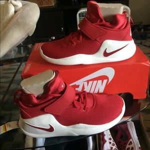 New nike men basketball sneakers size color red