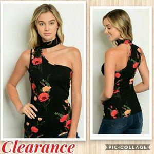 Tops - ⭕SALE⭕Black floral one shoulder top