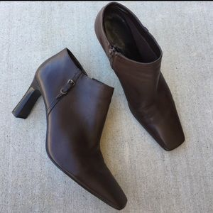 Bandolino Shoes - Bandolino brown leather booties 8.5