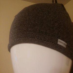 6f107f9b5ad ... buying now 57854 233cc Saucony Accessories - Saucony Brisk Skull Cap ...