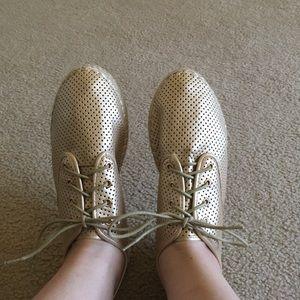 Makers of True Originals Shoes - Sneakers never worn
