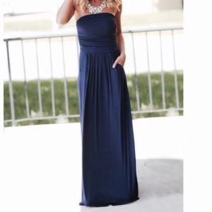 Dresses & Skirts - 🆕 gorgeous navy blue side pocket tube dress