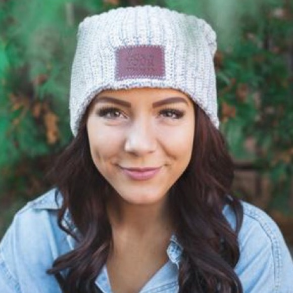 Love Your Melon Accessories - NWOT Gray Speckled Love Your Melon Beanie ec295019b