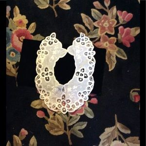 Vtg lace and embroidered collar
