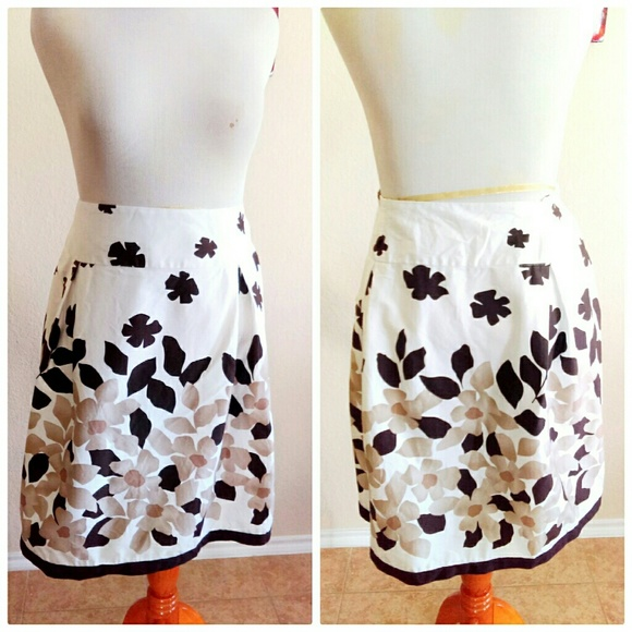 Skirts - White and Brown Floral Round Pleat Skirt