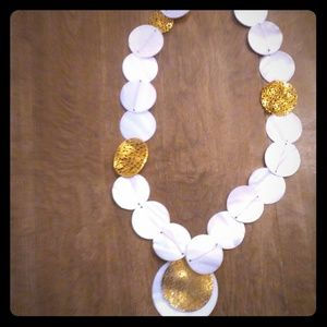 Jewelry - Shell and gold necklace