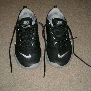 Nike Shoes - Nike black runnig shoes