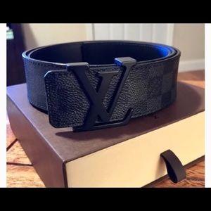 Other - Lv all black belt