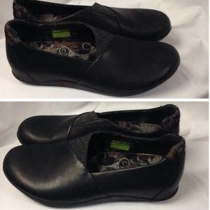 Ahnu Shoes - Ahnu Tola black leather slip on shoe. Size 9