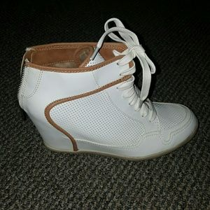 Shoes - Carly Unique White Sneaker-Used