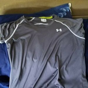 Under Armour Other - Gray under armour tshirt