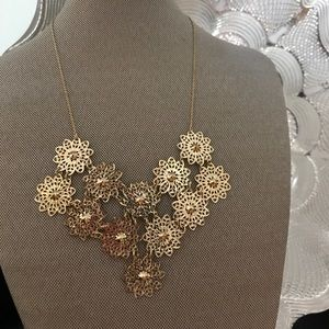 Jewelry - GOLD FLOWERS NECKLACE