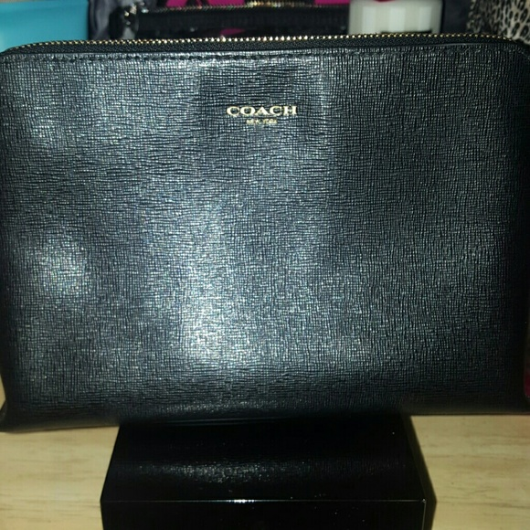 Coach Handbags - ❌CLEARANCE!! Coach Cosmetic Case 22...Like New 8e55148d02d19