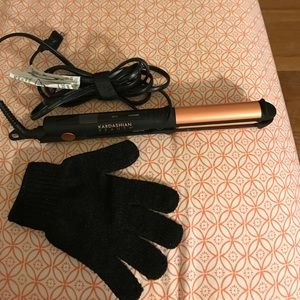 kardashian beauty Accessories - Kardashian straighten/curling iron