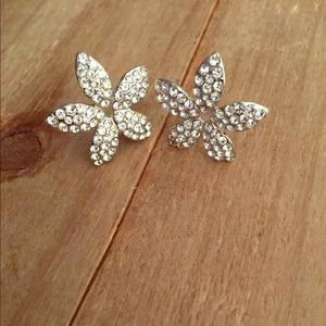 Jewelry - Petals Shaped Sparly Cubic Zirconia Earrings