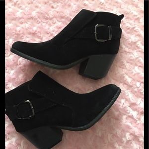 Shoes - Black suede Ankle booties !