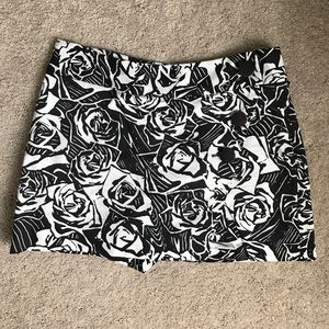 Express Other - Like new Express black and white floral skort