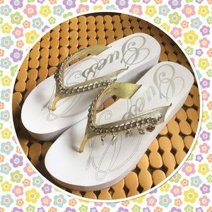 Guess Shoes - Guess white details sandals