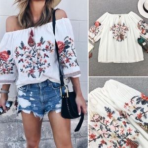 Tops - 🦋NEW🦋 Gorgeous Embroidered Off Shoulder Boho Top