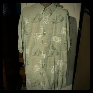 Roundtree & Yorke Other - Roundtree & Yorke Caribbean shirt w/ wood buttons