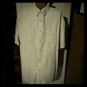 Roundtree & Yorke Other - Roundtree & Yorke short sleeve w/ wood buttons