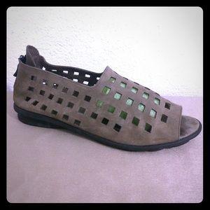 Arche Shoes - Suede Taupe Arche Zipper Sandal Shoes France 40