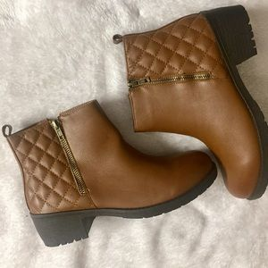 Shoes - Quilted ankle booties