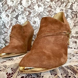 Belle by Sigerson Morrison Shoes - Felicia Dip Wedge Booties
