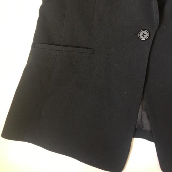 how to wear sleeveless blazer vest