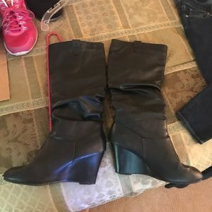 swift Shoes - Black fake leather boots with wedge heel