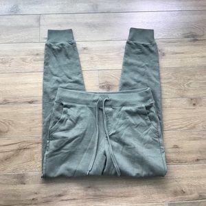 Uniqlo Pants - Uniqlo army green jogging pants Elastic Waist