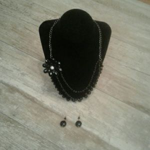 Black beaded necklace with flower comes w/ earring