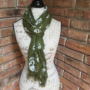 Accessories - Lightweight summer scarf with skulls