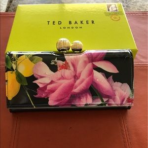 Baker by Ted Baker Handbags - Ted Baker Floral Leather Clutch ❤️🍷🌺🌸